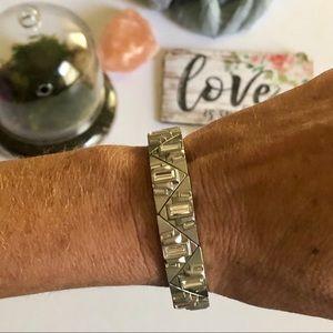"EUC Lia Sophia ""Villette"" stretch Bracelet"
